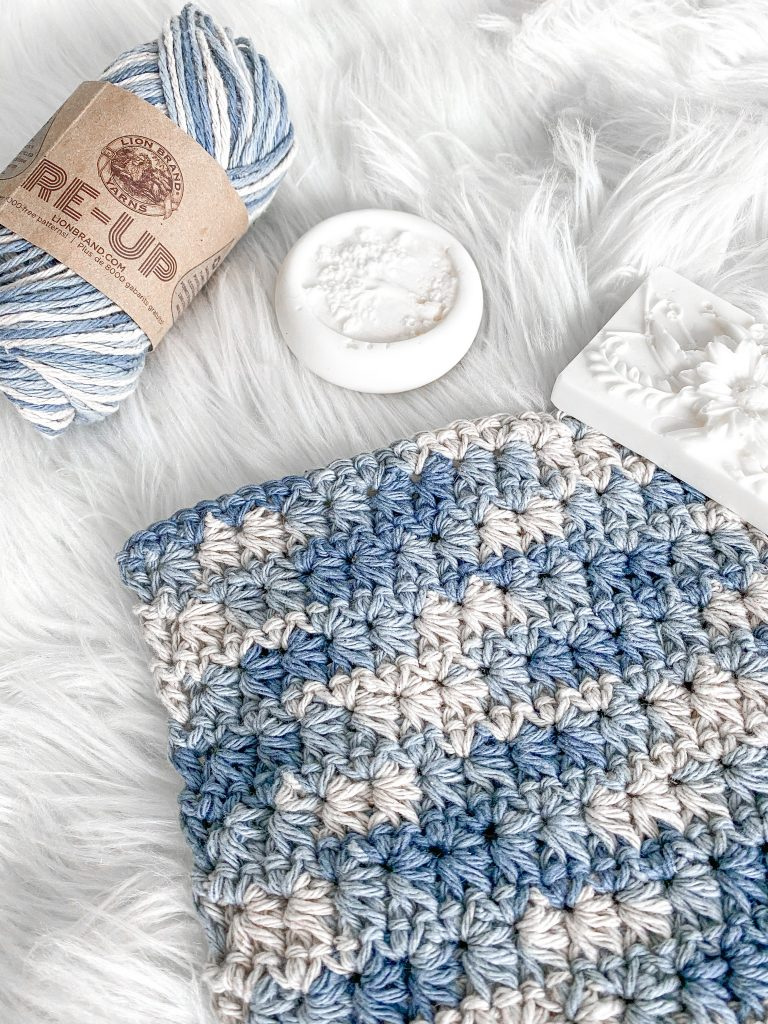 Simple free crochet washcloth pattern with Lion Brand Re-Up