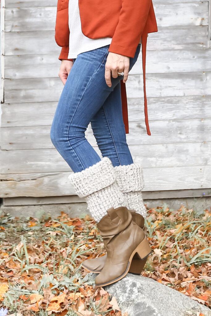 Pattern for crochet leg warmers.