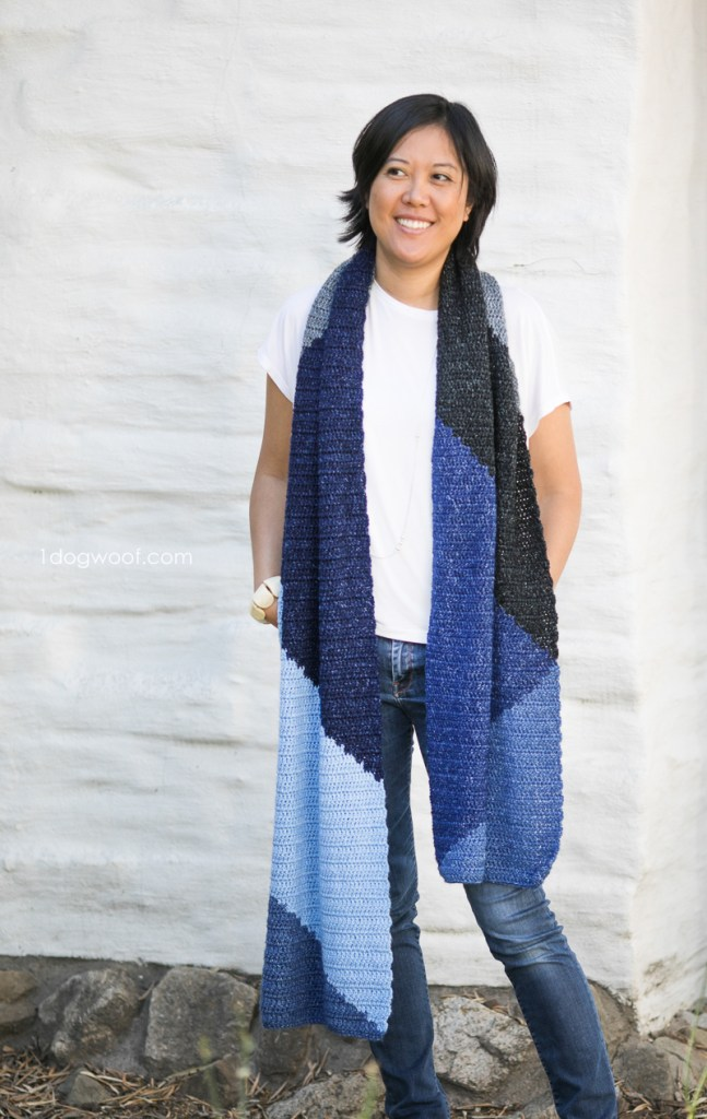 Simple free crochet scarf pattern.