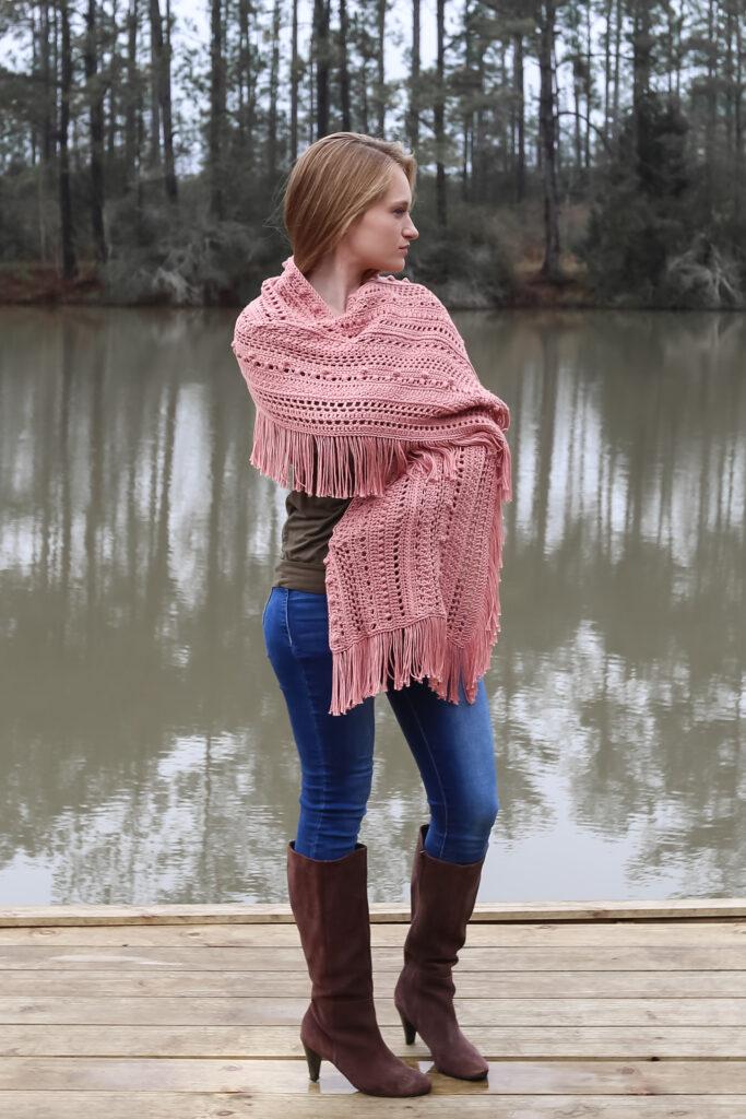 Belo padrão de xale de crochê grátis para fazer agora!